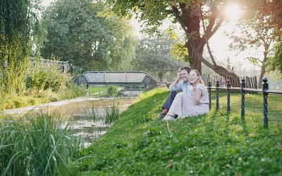 Engagement shoot in the evening sunshine, Clissold Park, London